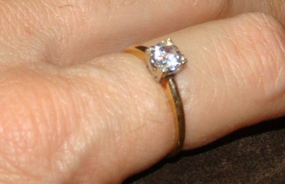 Pretty Solitaire 14k Gold with Clear Stone