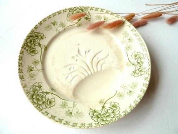 Antique French plates .set of 2 .  SARREGUEMINES .U & Cie .1918. Home Decor .Housewares. Green