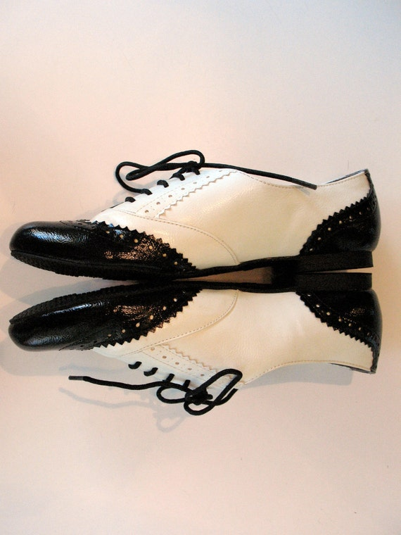 Candies, Black and White Wing Tip Oxfords, Women s Shoes Size 8