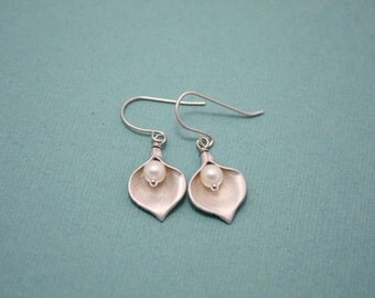 015- Happy - Silver calla lilly with fFresh Water Pearl earrings