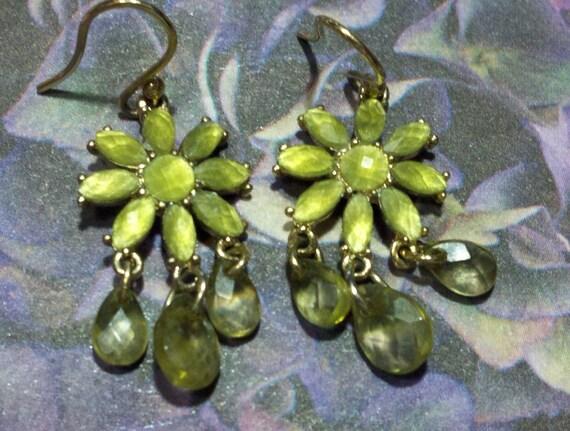 Vintage Liz Claiborne signed olivine green daisy drop pierced earrings