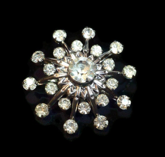1950s stunning atomic or snowflake prong set rhinestone pin with 21 rhinestones in a silver setting
