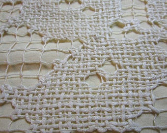 SALE!! Vintage linen and crochet table runner - French 1950s