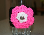 Black and hot pink can/glass/water bottle cozy with button