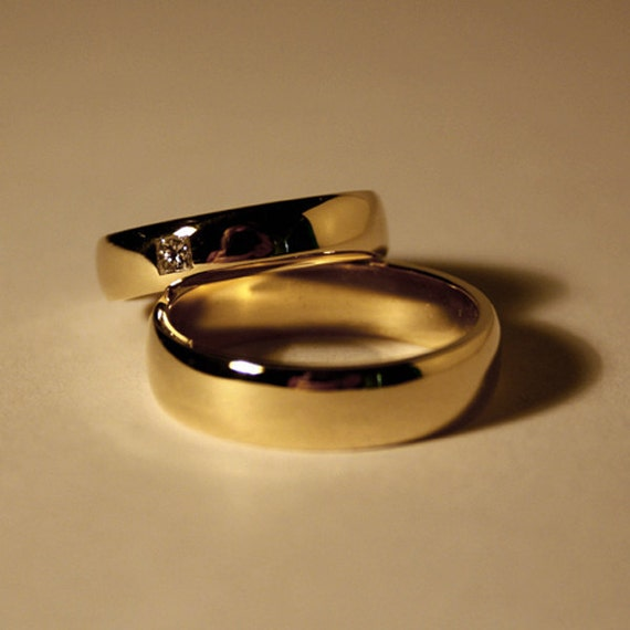 14k yellow gold wedding rings with diamond.