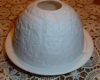 Porcelain candle holder with christmas motif
