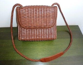 Vintage brown wicker leather handbag purse .