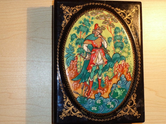 Vintage russian papiermache hand painted PALEH jewelery box
