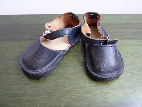 Vintage hand made baby shoes leather new