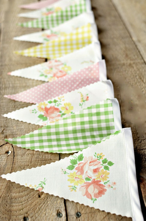 Pretty - Vintage Bunting Banner with 12 Flags