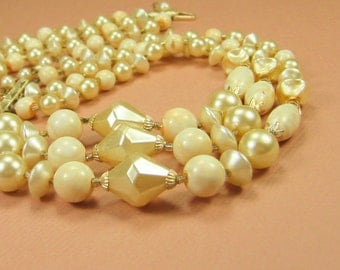 Vintage Creamy Pearl Beaded Necklace