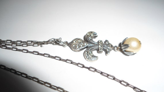 Vintage Fleur de lis pendant and pearl with 18in chain