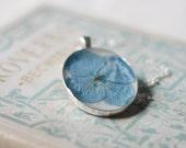 pressed flower necklace blue hydrangea winter colors handmade resin jewelry romantic beautiful pendant natural botanical jewelry