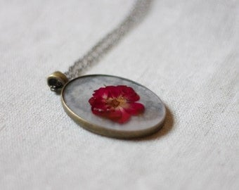 pressed flower necklace red rose petals winter colors handmade resin jewelry romantic beautiful pendant natural botanical jewelry