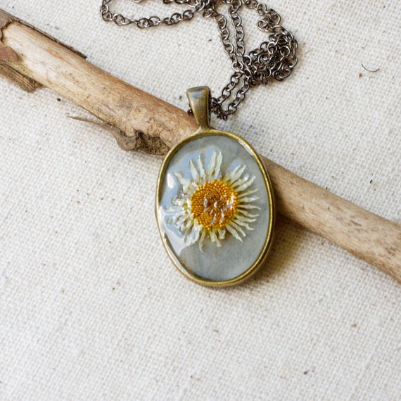 pressed flower necklace white daisy flower heart botanical Pendant with Handmade Paper - resin jewelry spring summer garden mothers day