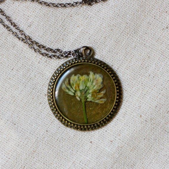ON SALE pressed flower necklace resin necklace dried clover flower set in resin. shabby chic circle filigree pendant for summer. prairie.