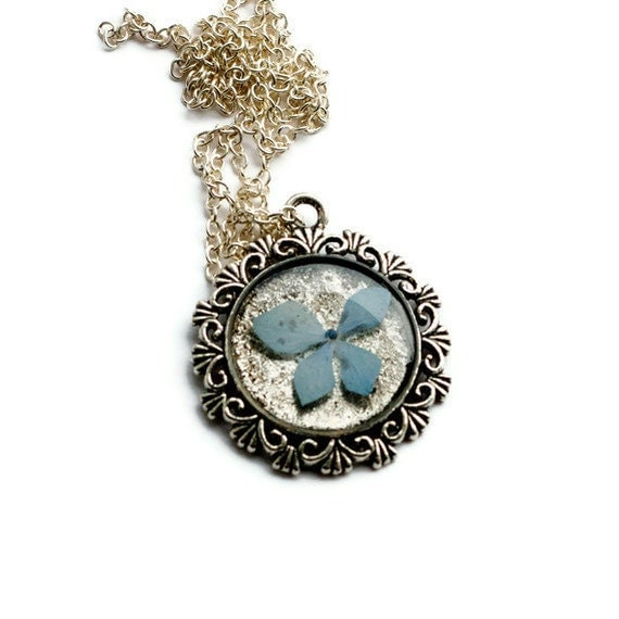pressed flower necklace resin necklace sky ocean blue hydrangea set in resin. shabby chic circle filigree pendant for summer. prairie.
