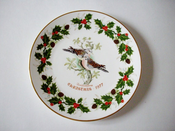 Vintage Christmas Plate 1977 Collectible Two Turtle Doves Royal Grafton