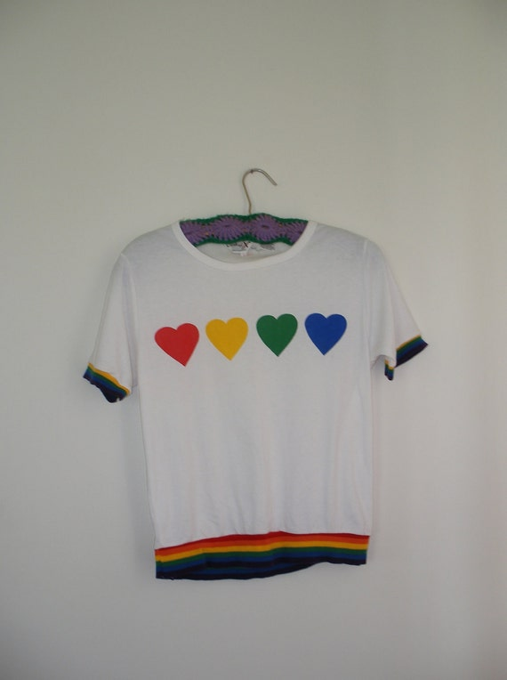 1970s white tshirt with rainbow hearts and banding