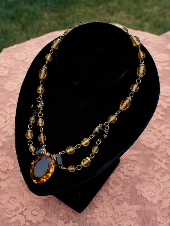 Antique Exquisite Citrine and Jet Glass Festoon  necklace from the early 1900s Victorian