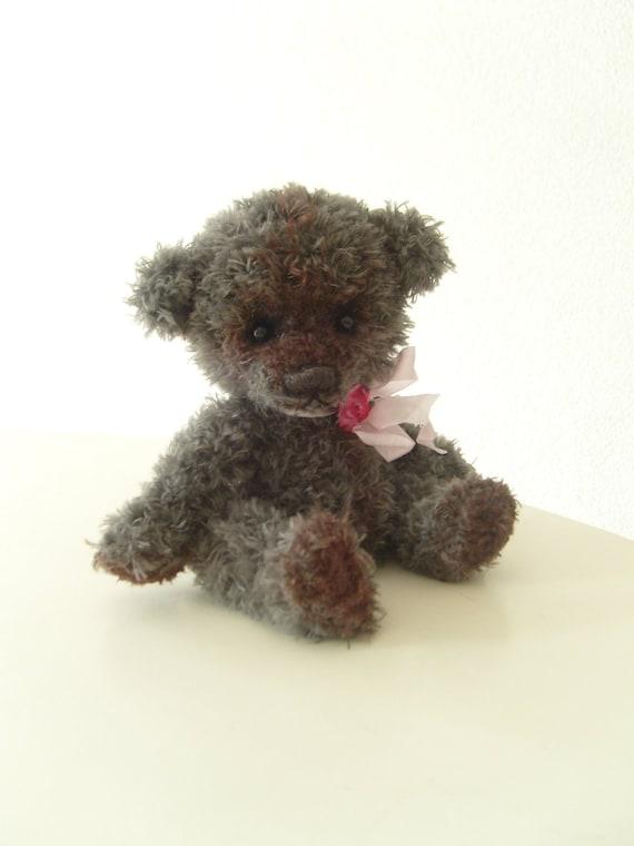 Artist bear, collectible, one-of-a-kind amigurumi, teddy bear
