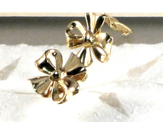 Vintage Earrings Crown Trifari Gold Bow Clips