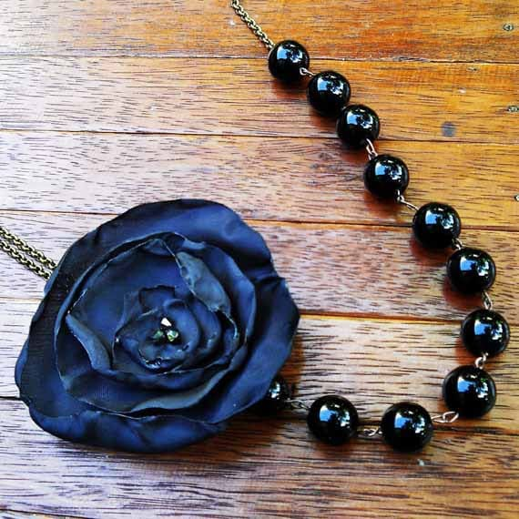 Romantic Necklace in black with handmade flower