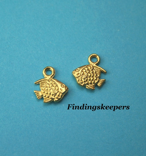 6 - 10 x 9 mm Gold Plated Fish Charms gc006-1