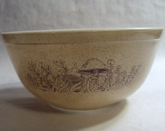 Vintage Corning Glass Pyrex Forest Fancies Mushroom Mixing Bowl 1 1/2 Quart 402