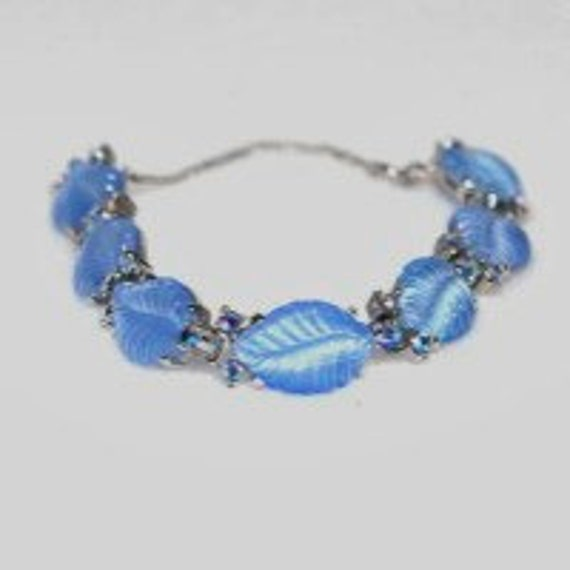 Bracelet JOMAZ 1940-50's Vintage Rare Satin Molded Periwinkle Glass Leaf Bracelet