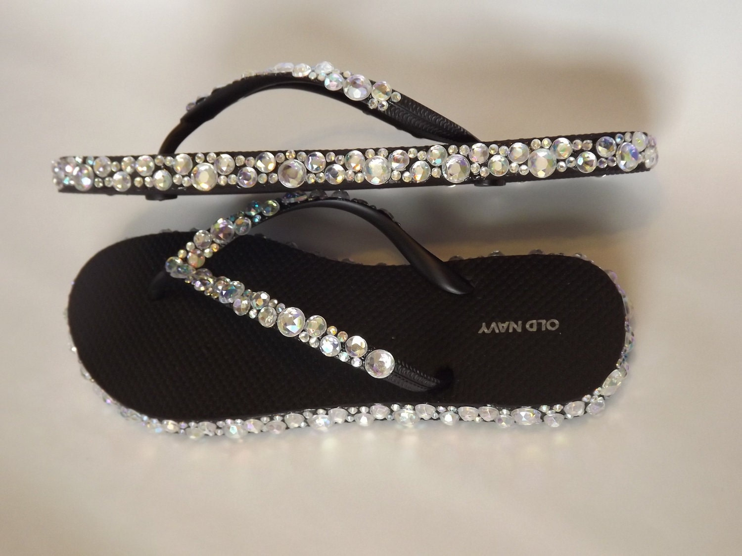 A stunning collection of white glitter flip flops for your wedding guests. White High Wedge Starfish Swarovski Flip Flops Womens Bridal Wedding Platform Heel Satin. by Bow Flip Flops. Dear Time Flip Flop Bling Rhinestones Summer Women Flat Thong Sandals. by Dear Time. $ - $ $ 11 $ 16 99 Prime. Some sizes/colors are Prime eligible.