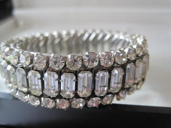 Emerald Rhinestone Expandable Bracelet Stunning