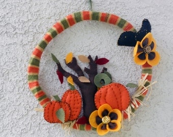 Pumpkin wreath, yarn wreath , fall wreath, autumn wreath, Thanksgiving decor, vintage yarn wreath, fall decor, Halloween wreath, felt wreath