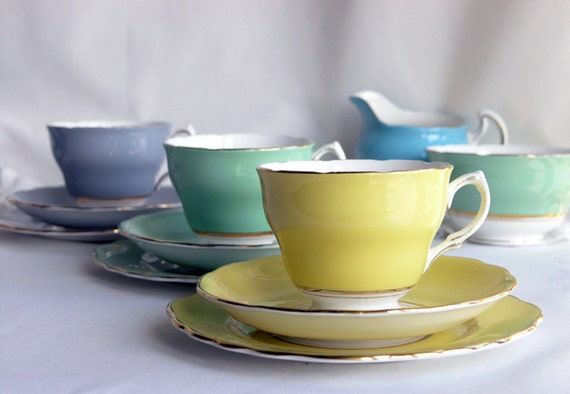 3 Vintage trios: lovely Colclough china teasets, English bone china in bright yellow, green and dove grey
