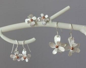 Silver Flower Earrings-Floral Earrings-Daisy Earrings-Gifts for her-Mothers day Gift-Botanical Earrings