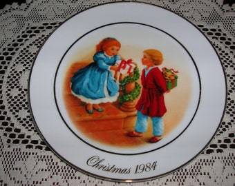 """SALE  Avon Christmas Plate  Collectible  Fourth Edition CHRISTMAS MEMORIES  """"Celebrating the Joy of Giving"""""""
