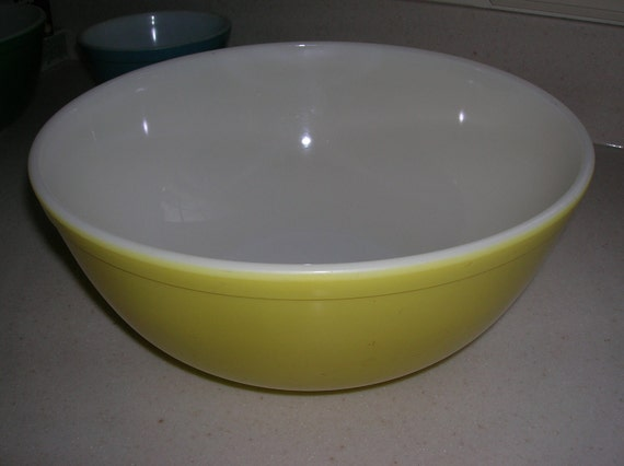 SALE   Vintage Pyrex  Mixing Bowl Primary  Yellow