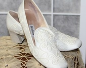 60s Shoes / Wedding Shoes / Ivory / Brocade / Party / by Realites U.S.A.