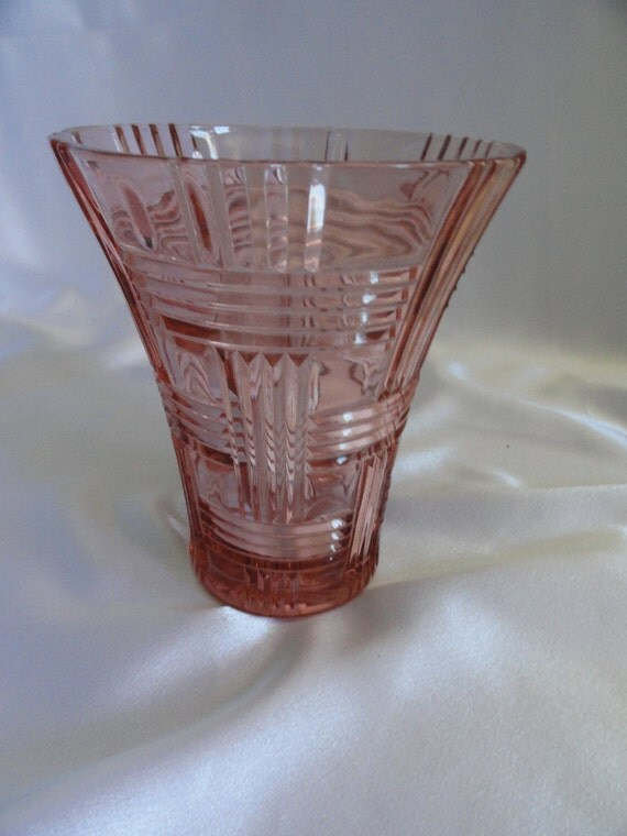 Vintage antique depression glass vase has beautiful color and cross hatch like pattern, called Queen Mary by Anchor Hocking