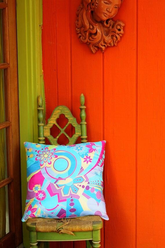 Geometric Flower Pillow (blue/pink) Oscar de la Renta Silk
