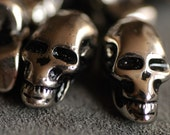 """Skull plastic parts 0.9""""x0.47"""" 25 pcs"""