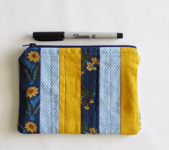 Small zipper pouch. English garden inspired quilted pouch. Small clutch. Make up bag. Patchwork bag with sunflowers and polka dots