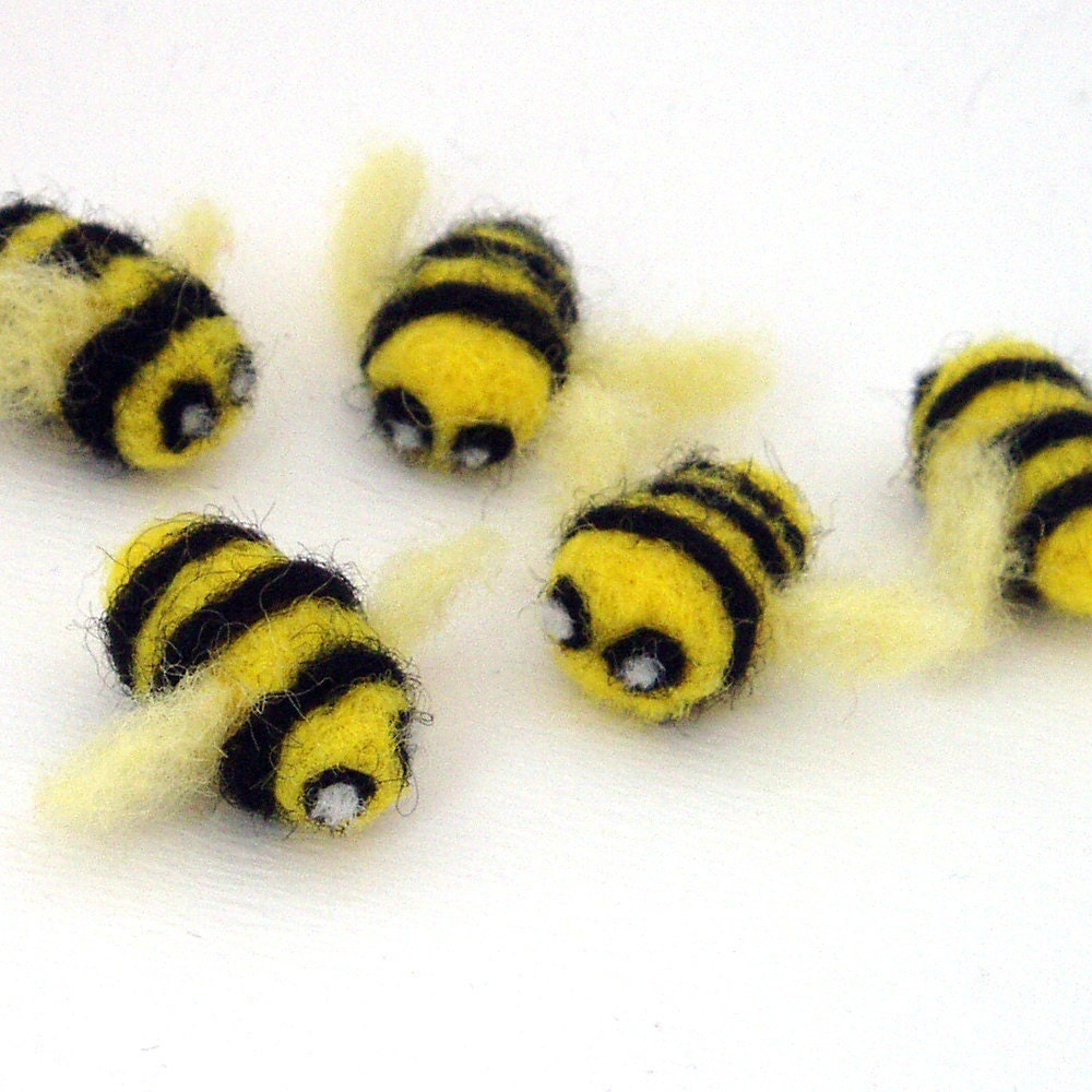 5 Needle Felted Bees Felt Bumble Bee Decorations Small
