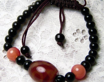 Adjustable glass bead bracelet