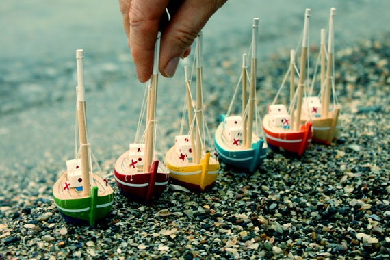 Free Shipping - Collection of  6 Wooden Boats