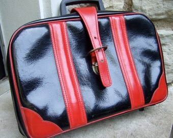 Vintage Black & Red Vinyl Diminutive Travel Case  c 1970