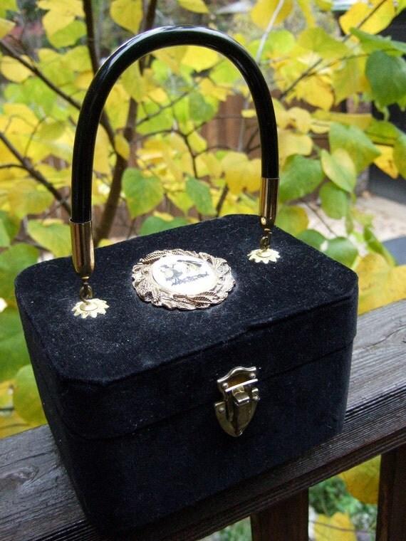 ON SALE 1970s Black Velvet Cameo Box Bag