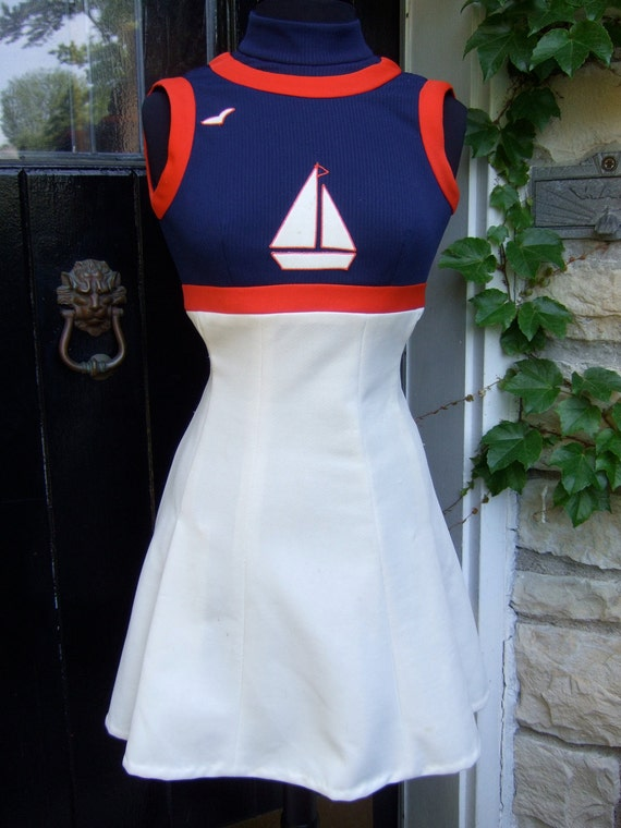 ON SALE 1970s Sporty Nautical Theme Polyknit Summer Dress