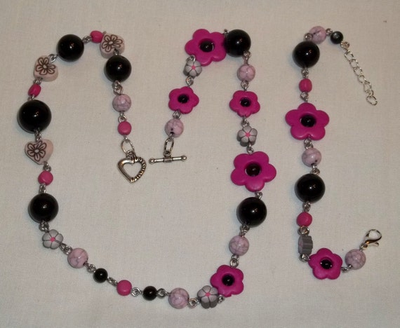 Beaded Pink & Black with Flowers and Hearts Necklace and Bracelet, ladies or girl chain link jewerly set