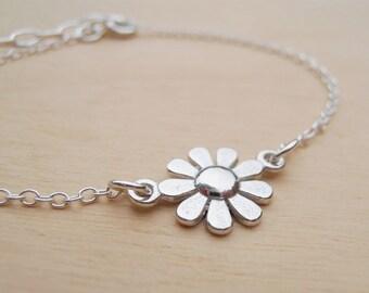 Silver Daisy Bracelet - Dainty Sterling Silver Bracelet